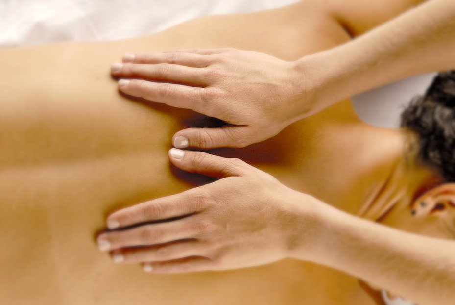 massage_image_hands_on_back1